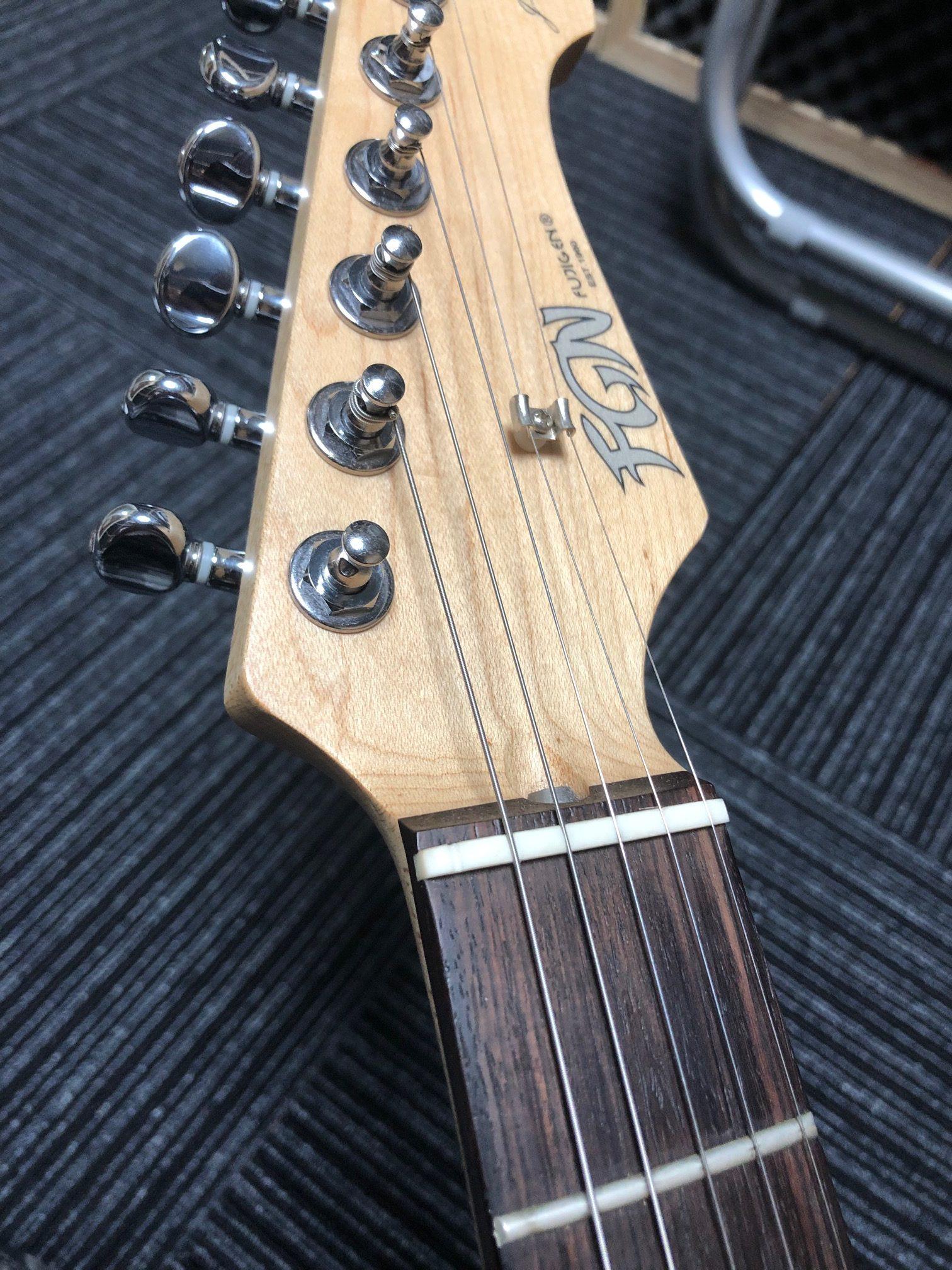 弦 エレキ ギター