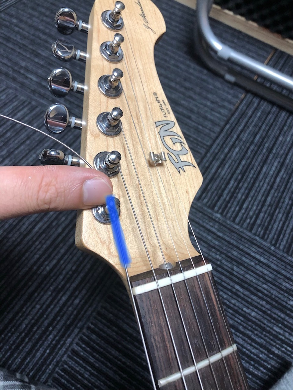 張り替え ギター 原